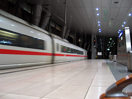 Bild: ICE im Fernbahnhof des Frankfurter Flughafens