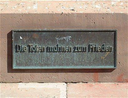 [Bild: Kriegerdenkmal in Wiesbaden]